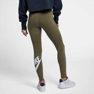 Nike Sportswear High Waisted Leg-a-see